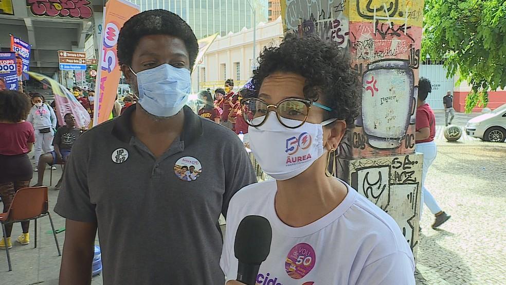 Áurea Carolina (Psol) participou de um encontro com movimentos de jovens, embaixo do Viaduto de Santa Tereza. — Foto: Reprodução/TV Globo